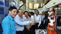 Thủ tướng Nguyễn Xuân Phúc gặp gỡ công nhân kỹ thuật cao