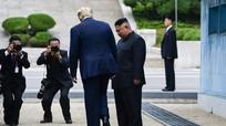 Tay bắt mặt mừng lần 3: Thiện chí thực sự của Trump - Kim ?