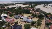 Thủ đô Jakarta, Indonesia chìm trong biển lũ, hàng nghìn người phải sơ tán