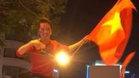 Mr Đàm và nhiều nghệ sĩ đồng loạt hủy show để cổ vũ U23 Việt Nam đá Chung kết