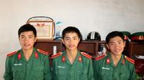 Gia đình 3 anh em sinh ba cùng đỗ đại học được Hội Khuyến học tỉnh khen thưởng