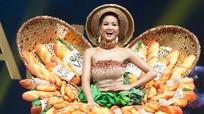 """Váy """"Bánh mỳ"""" được chọn vào Top 10 Trang phục dân tộc đẹp nhất"""