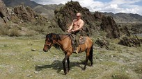 """Putin nói """"không cần phải giấu"""" khi khoe ảnh cởi trần"""