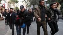 Thổ Nhĩ Kỳ sa thải hơn 18.000 viên chức; Thái Lan giải cứu 4 thiếu niên đầu tiên
