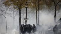 Tổng thống Pháp cân nhắc tuyên bố tình trạng khẩn cấp vì bạo loạn