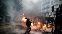 Chính phủ Pháp hoãn tăng thuế nhiên liệu; Ukraine tập trận lớn sát biên giới Nga