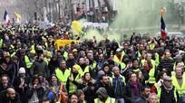 """Mỹ hoãn tăng thuế hàng hóa Trung Quốc; """"Áo vàng"""" Pháp biểu tình tuần thứ 16 liên tiếp"""