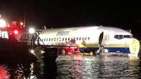Máy bay Boeing chở 143 người lao xuống sông ở Mỹ