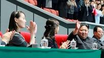 Em gái quyền lực của Kim Jong-un tái xuất; Xả súng hàng loạt gây thương vong ở Australia