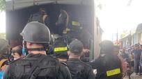 Hàng trăm cảnh sát vây bắt 200 con bạc đang sát phạt