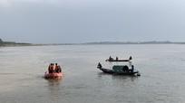 Tìm kiếm nam thanh niên nghi nhảy cầu tự vẫn ở sông Lam