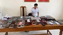 Bắt bảo vệ khách sạn lấy trộm 80 điện thoại di động