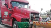 Xe container va chạm xe công ty môi trường, hai công nhân thương vong trong đêm