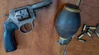 Nhóm đòi nợ rút súng, lựu đạn cố thủ khi bị cảnh sát bao vây
