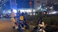 Va chạm giao thông, thanh niên rút dao đâm gục người đàn ông trên phố