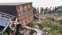 Xe container đâm liên tiếp 4 xe con, 10 nạn nhân bị thương