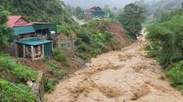 Kỳ Sơn: Mưa lớn làm sập nhiều nhà, chính quyền di tản dân tránh lũ
