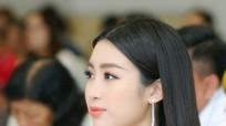 Hoa hậu Đỗ Mỹ Linh khoe vai trần gợi cảm ở sự kiện