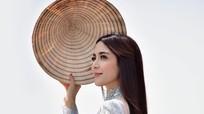 Ngọc nữ Thái Lan đến Việt Nam, khoe ảnh xinh đẹp với áo dài và nón lá