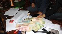 Nhóm thanh niên ở làng biển Nghệ An lập đường dây đánh bạc tiền tỷ