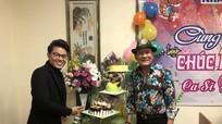 Về nước làm liveshow, Tuấn Vũ bất ngờ được người hâm mộ tổ chức sinh nhật sớm