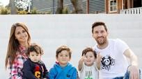 Con trai siêu sao Messi mỗi bé một vẻ trong ảnh chụp cùng bố mẹ