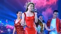 Váy cao su tôn đường cong nuột nà được sao Việt ưa chuộng