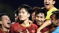 Sao Việt phấn khích về đội tuyển, Đàm Vĩnh Hưng bênh vực Bùi Tiến Dũng trước cơn mưa 'gạch đá'