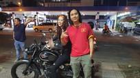 Tân Hoa hậu hoàn vũ Việt Nam Khánh Vân cuồng nhiệt với bóng đá