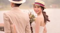 Bạn gái cầu thủ Phan Văn Đức tung ảnh cưới giấu mặt chú rể