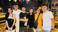 Công Phượng dẫn vợ đi tụ tập bạn bè tại nhà hàng cùng góp vốn chung với bạn thân