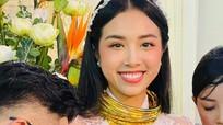 Á hậu Thúy An đeo 13 cây vàng trong lễ cưới