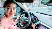 Sau tậu cùng lúc 2 xế sang, MC Ốc Thanh Vân 'chịu chơi' sắm xe mới màu hiếm