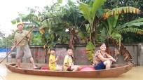 Nhiều ngôi làng ở Nghệ An vẫn chìm trong nước lũ