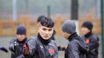 Thầy trò HLV Park Hang Seo đầu hàng… ông trời