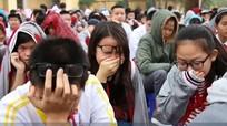 Học sinh 'khóc như mưa' khi nghe thầy chia sẻ việc xin lỗi cha mẹ