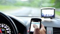 Đề nghị phạt nặng tài xế sử dụng điện thoại khi lái xe