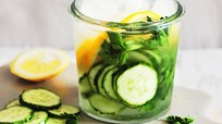 Cách làm nước detox giúp tiêu hao mỡ tích tụ trong ngày Tết