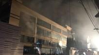 Cháy lớn ở xưởng bánh rộng cả nghìn m2