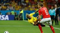"""Hình ảnh Thụy Sỹ chơi bẩn, Neymar bị """"chặt chém"""" nhiều nhất trận đầu World Cup"""