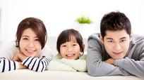 Vợ chồng nên quan tâm nhau nhiều hơn con?