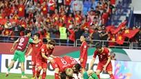 """ĐT Việt Nam nhận """"mưa"""" tiền thưởng; Trọng tài Iran sai khi công nhận bàn thắng của Jordan"""