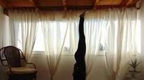 """Một phụ nữ bị đột quỵ khi tập động tác yoga """"trồng chuối"""""""