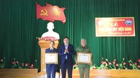 Các địa phương trao Huy hiệu Đảng cho đảng viên