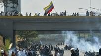 Venezuela hỗn loạn trong 'cơn bão' đảo chính