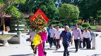 Đoàn đại biểu tỉnh Bôlykhămxay (Lào) dâng hoa, dâng hương, tưởng niệm Chủ tịch Hồ Chí Minh