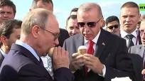Tổng thống Putin mua kem Nga cho lãnh đạo Thổ Nhĩ Kỳ
