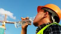 Uống nước đúng cách ngày hè