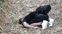 Bàng hoàng phát hiện nam thanh niên chết trong tư thế quỳ gối