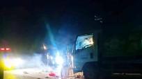 Ô tô tải cuốn xe máy vào gầm khi nhá nhem tối, 3 người tử vong